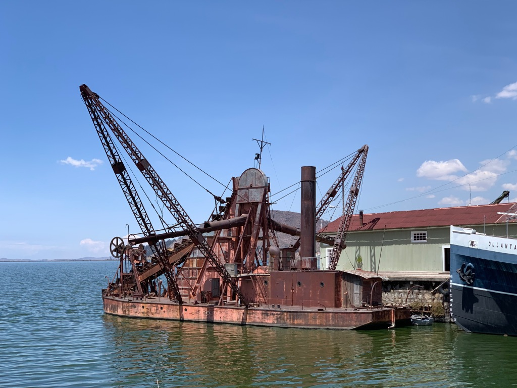 Steam-powered dredge on Lake Titicaca